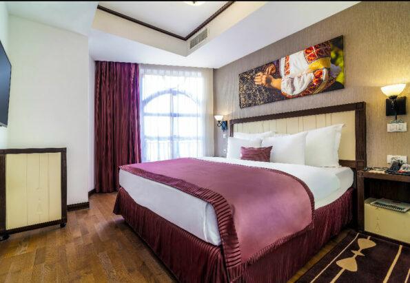 Hotel-Epoque_Executive-Bedroom