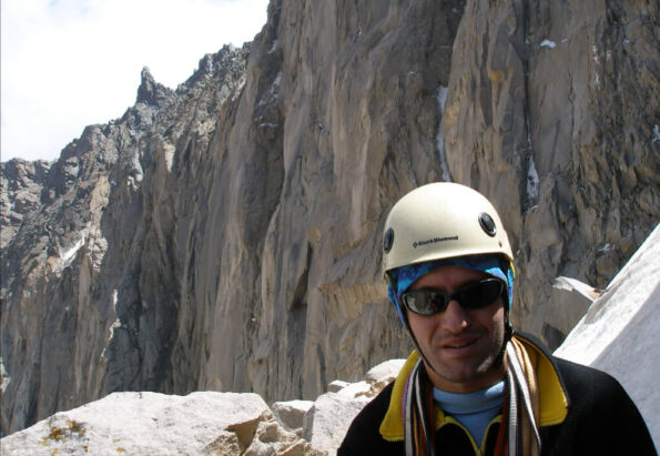 In-regrupare-in-peretele-nordic-al-lui-Alamkooh4850m-At-the-belay-station-on-the-north-wall-of-Alamkooh4850m_pizap