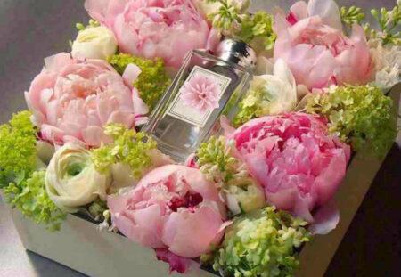 Cadou Ateliere private: aranjamente de flori si portelan pictat manual - complice.ro