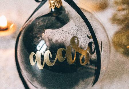 cadou Glob de Craciun cu mesaj, un glob de sticla caligrafiat cu un mesaj special - complice.ro