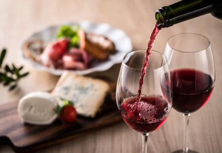 Cadou 1 an cu abonament de vinuri VIP alese special de Marina Samoila – Wine Charmer si consiliere privata- complice.ro